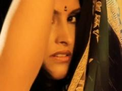 Erotic Movemen ts From Indian Sensual Babe