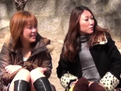 japanese-cuties-outside