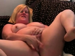 bbw-housegirl-fingers-on-cam
