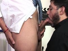 Dilf sucking twink dick before bareback