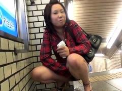 Japanese ho urinating